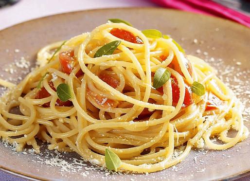 Espaguete com Tomate-cereja e Requeijão