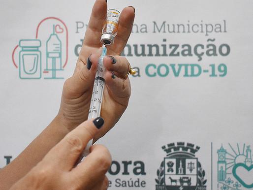 Vacinação de idosos de 78 anos e profissionais de saúde de 40 começa nesta quarta (24) em JF