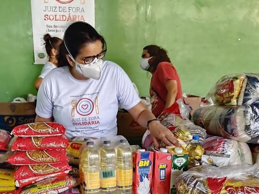 """Primeiro dia da campanha """"Juiz de Fora Solidária"""" arrecada três toneladas de alimentos"""