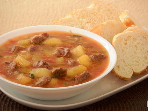 Sopa de Mandioca com Carne Cremosa