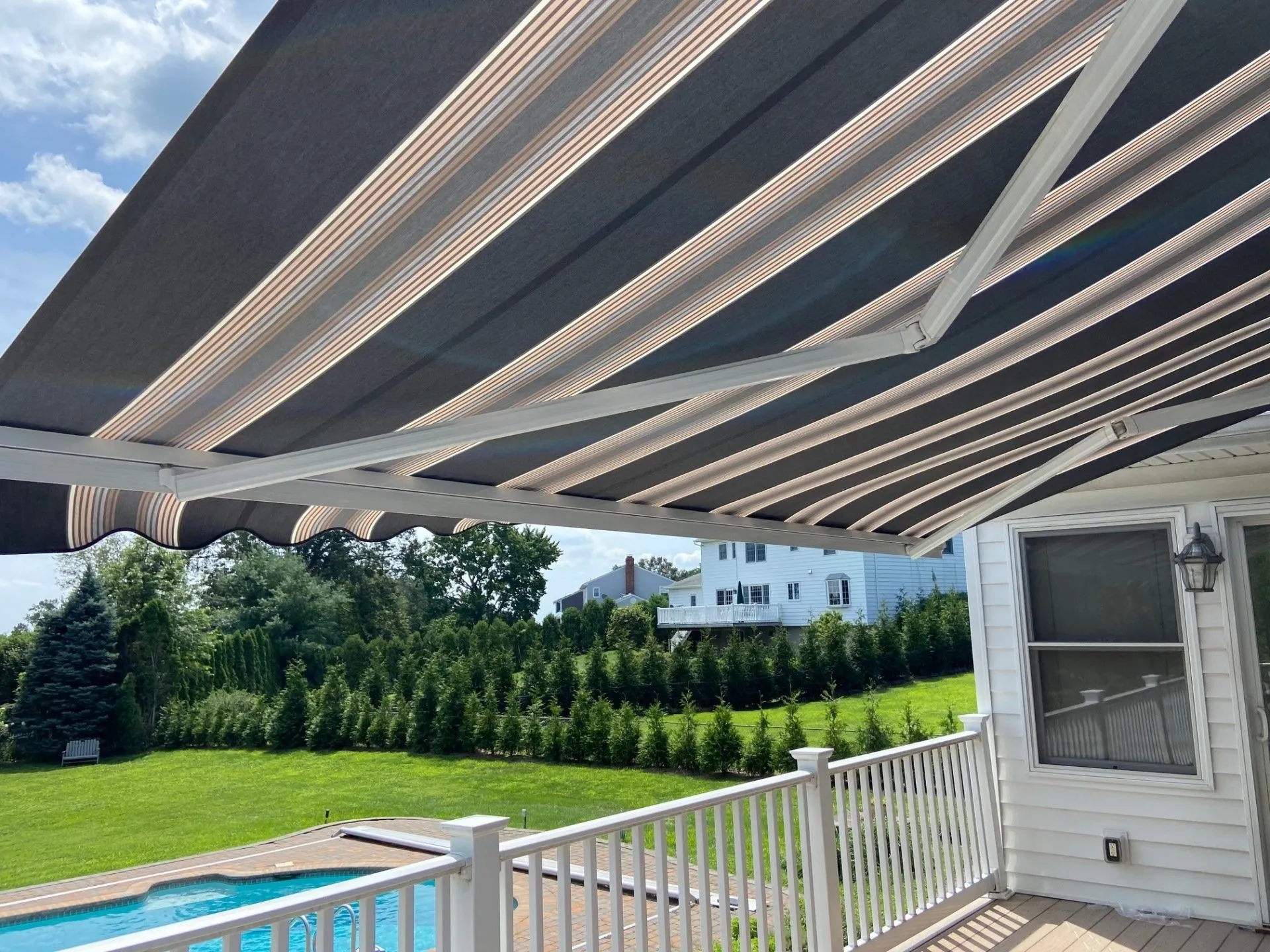 Retractable Awning For Deck or Patio   Linden NJ
