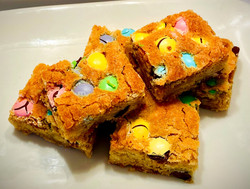 SPRING M&M BLONDIES
