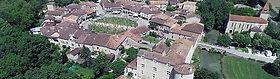 Fourcès est une bastide ronde dont les maisons créent un décor de colombages et d'arcades