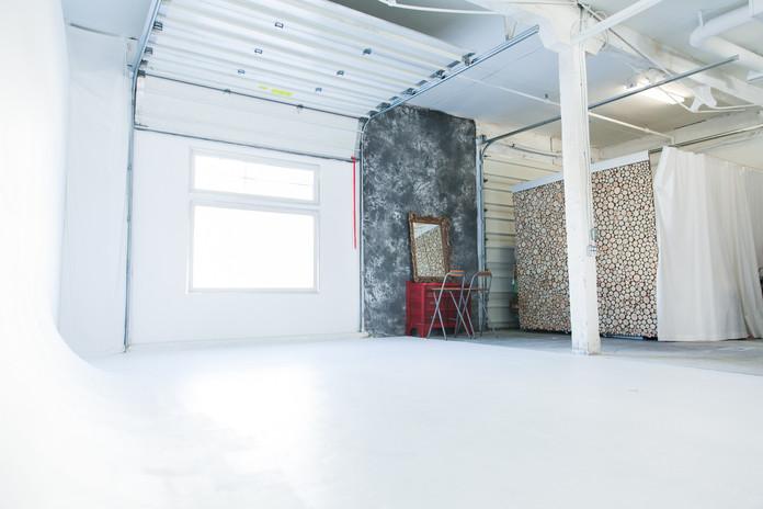 Studio A Infinity/Makeup Station