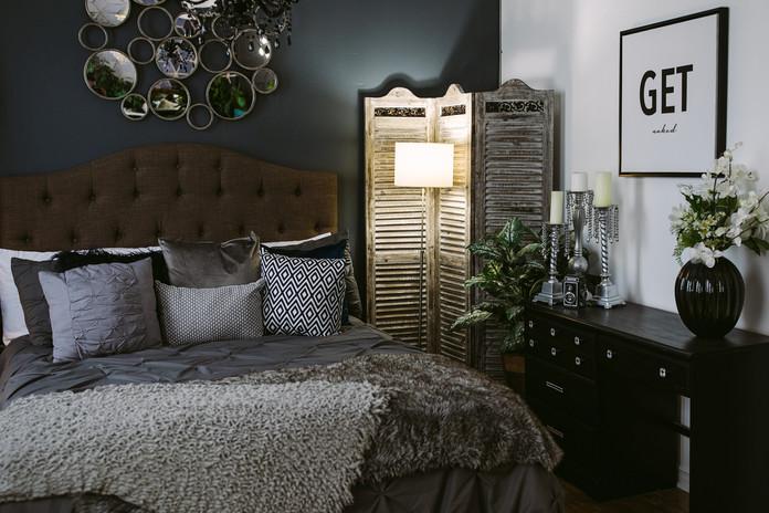 Studio B - Bedroom Get Naked