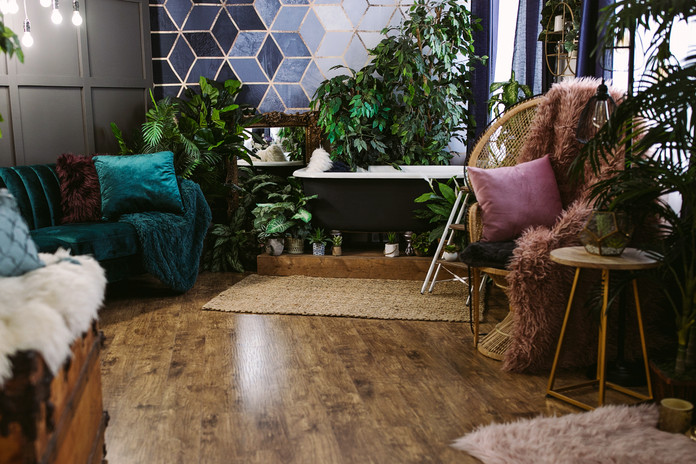 Studio B - Lounge/tub area