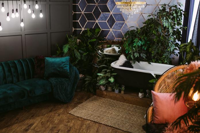 Studio B Bathtub/Couch