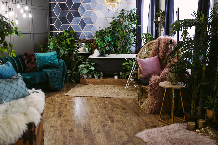 Studio B - Bathtub/Lounge