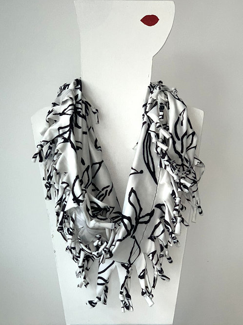 The Short Knotted Scarf - White Flower