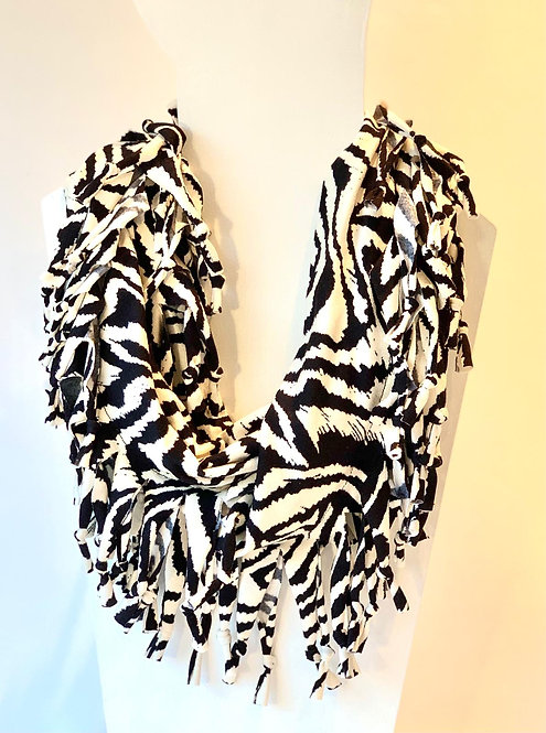 The Short Knotted Scarf: Zebra