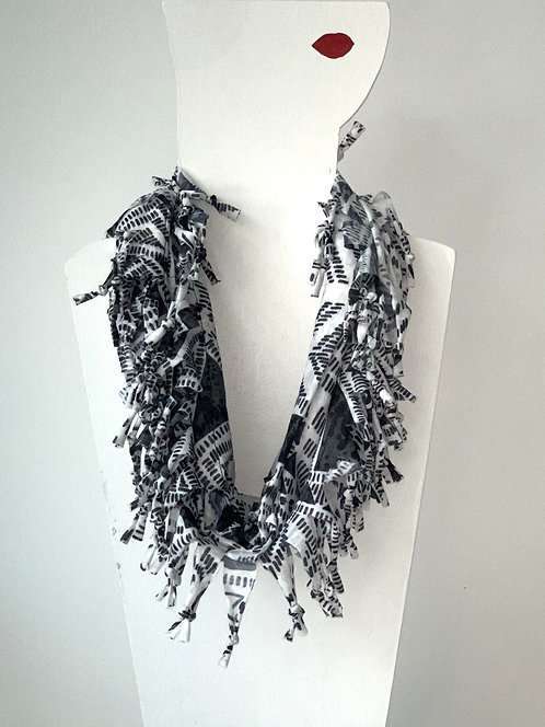 The Short Knotted Scarf - Black Aztec