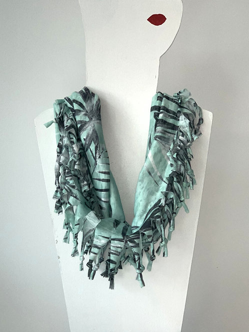 The Short Knotted Scarf - Mint Palm