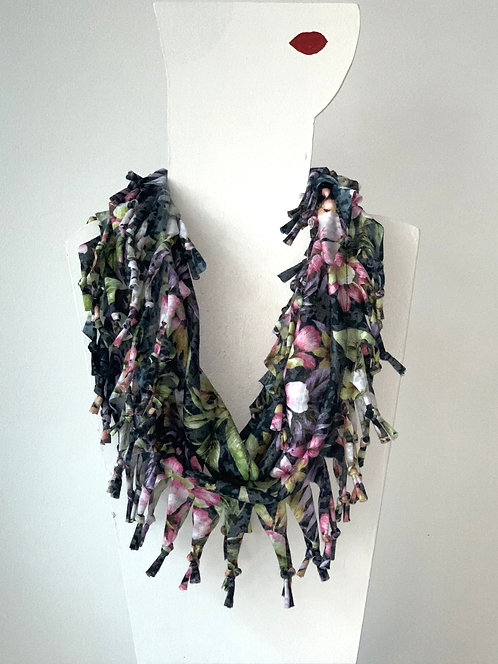 The Short Knotted Scarf - Black Floral