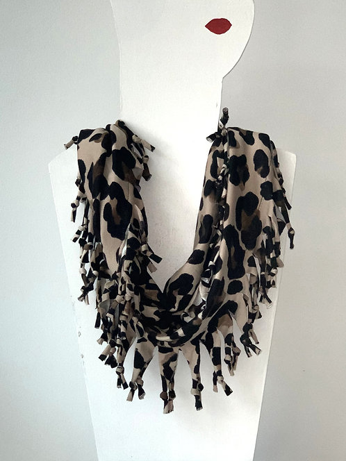 The Short Knotted Scarf - Leopard