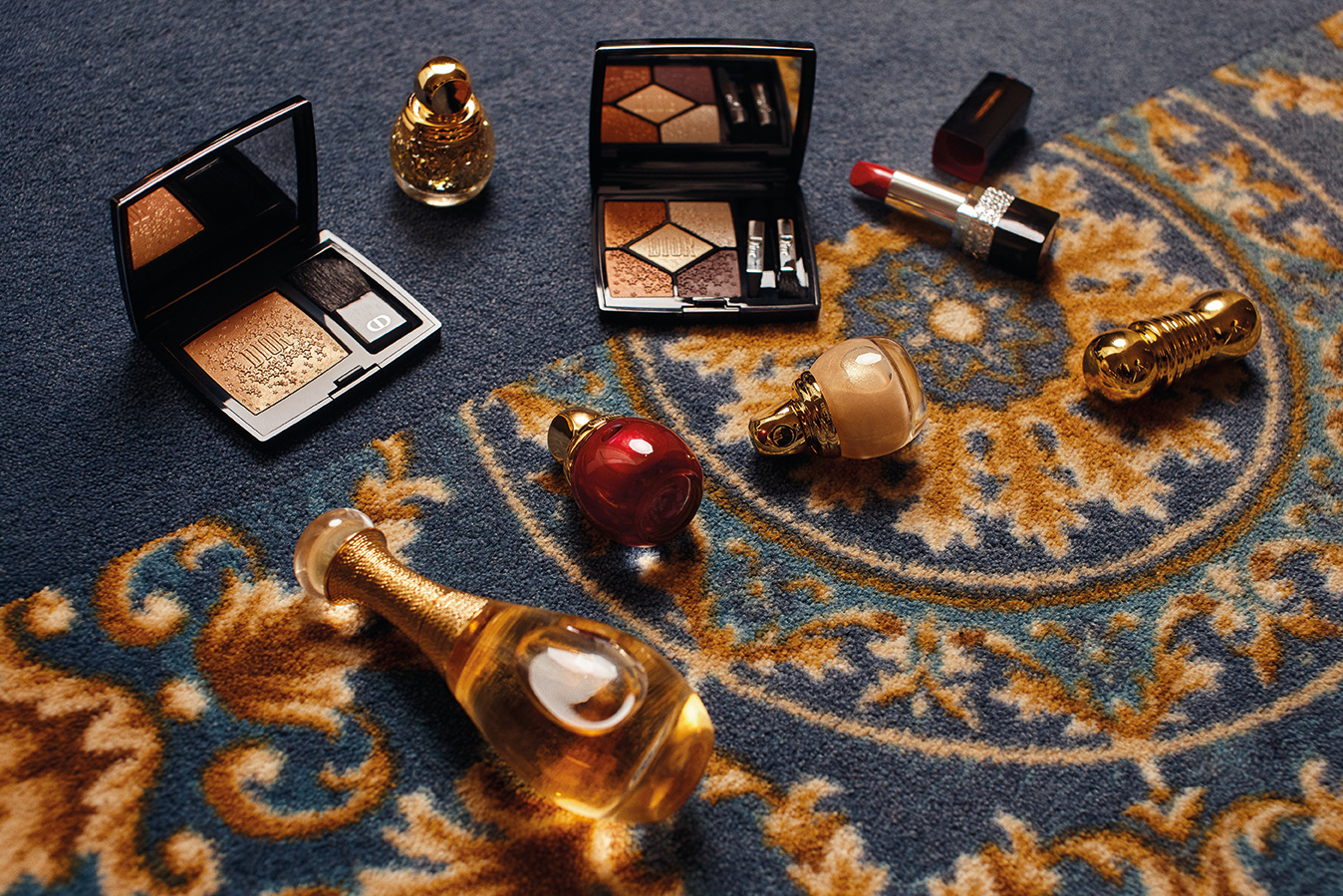 COVER AV 61 - GOLD QUEEN BY DIOR