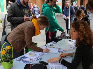 Ancora in piazza, chiediamo una firma a chi ci sostiene!