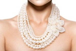 Cream Pearl and Flower Necklace Set