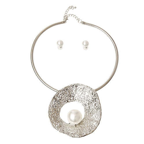 Silver and Pearl Pendant Set