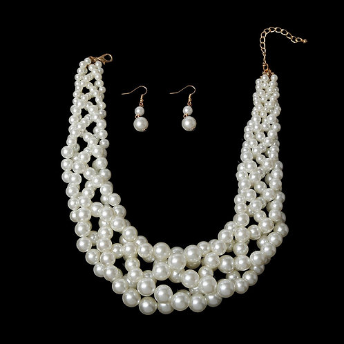 Cream/Gold Twisted Pearl Necklace