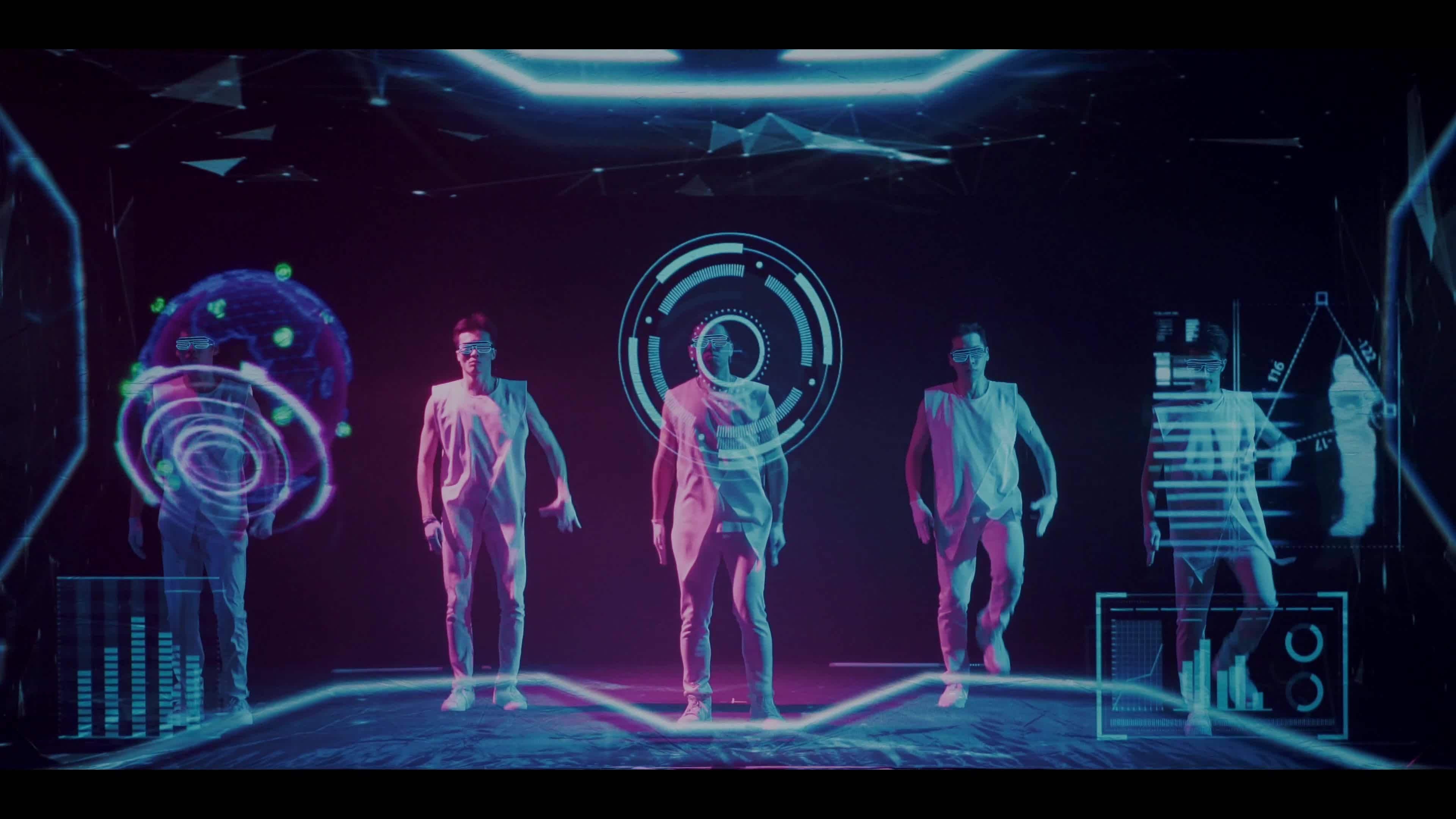 【超猛浮空投影表演】  2019超級未來戰士NEXT STAR 運用浮空投影做出最擬真的影像效果 結合科技感與cyber punk色調風格  運用非凡的身體舞蹈能力結合光影科技 穿越在虛擬空間與現實舞台之間 將動畫和舞蹈的互動推向最極致  做出震憾極致科技感的光影演出 憾動全場目光焦點   製作:  Next Creative  創意編導: 陳君霖 Juns Chen   動畫總監: 劉庭均 TC Liu 動畫製作:  張品綸 3D物件:   宋宣衡 手繪特效: 闕士傑 Kevin Chueh