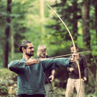 Männer im Wald
