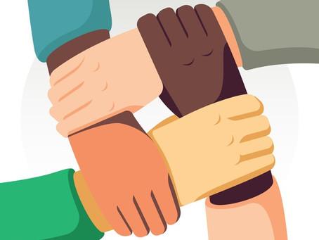 Op het pad van discriminatie naar de wonderen van contact en vriendelijkheid