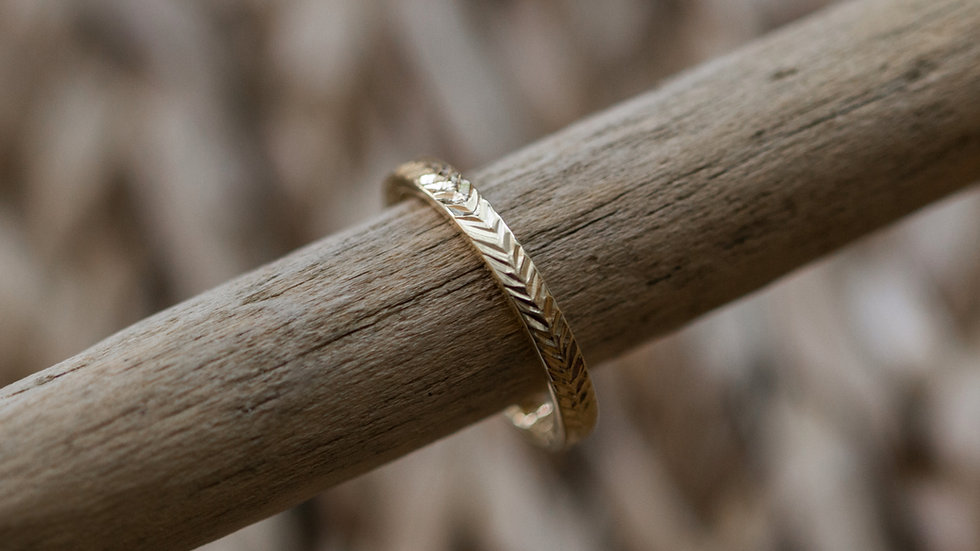 Ring mit Blattstruktur