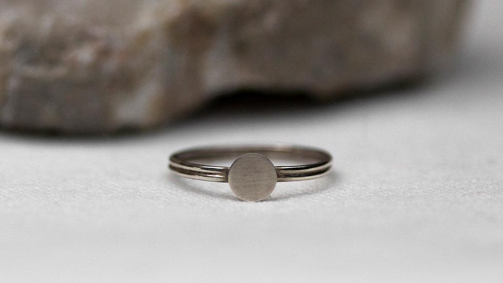 Schatzkiste: Minimalistischer Ring mit Plättchen / Ringgröße 49