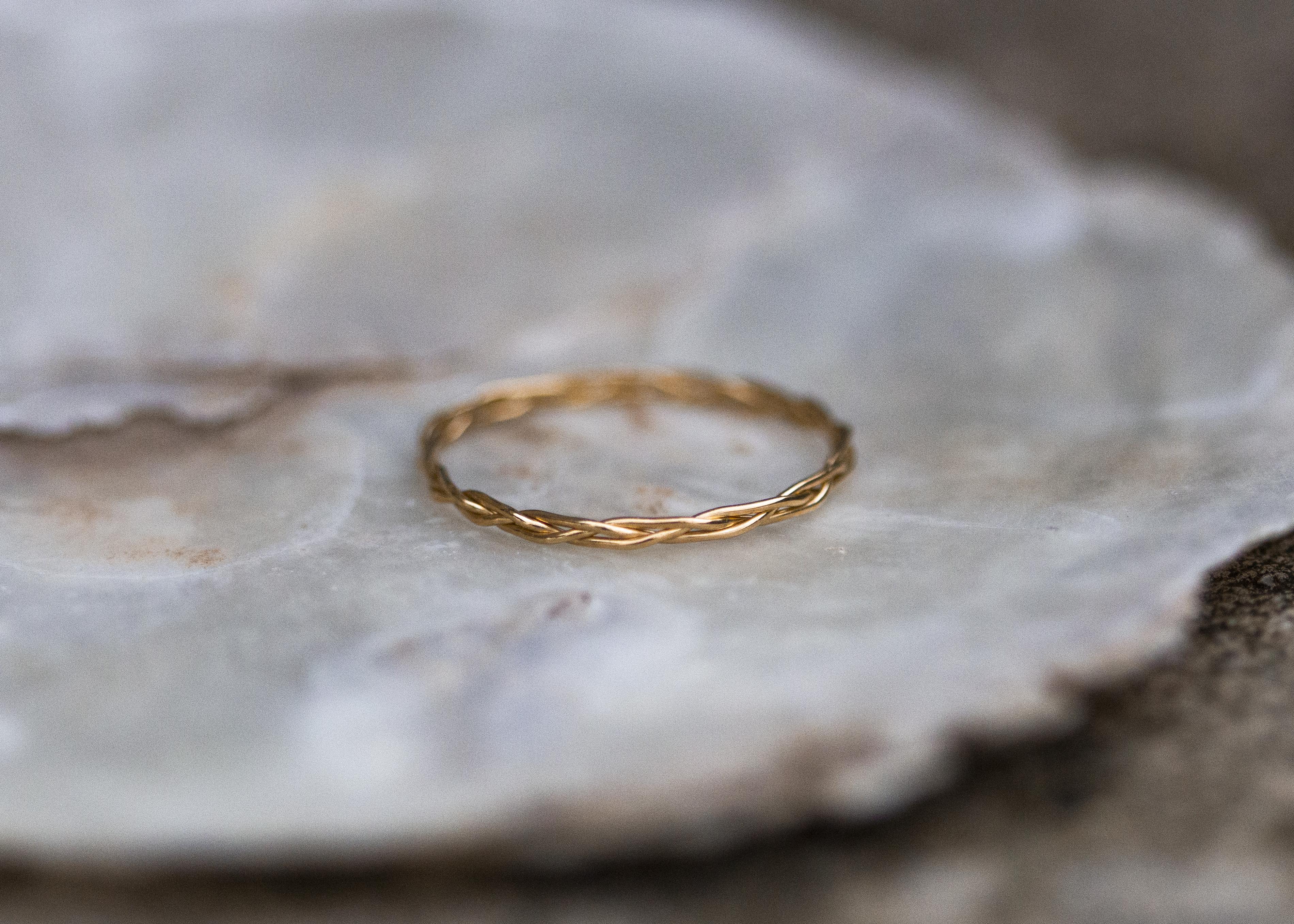 Zart geflochtener Ring - Gelbgold
