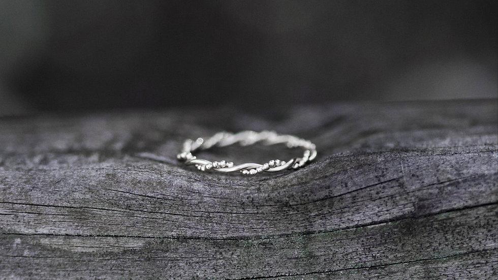 """""""Aurora III"""" fein - Kordel-Kugel-Ring"""