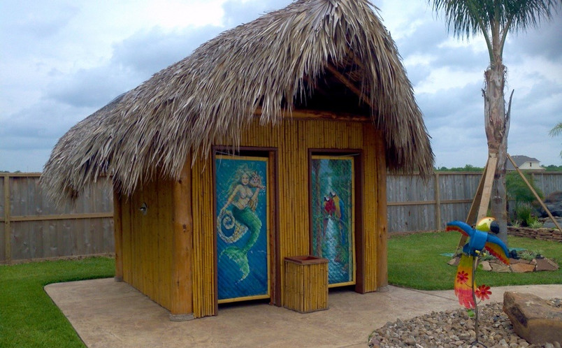 Bathroom with Natural Thatch