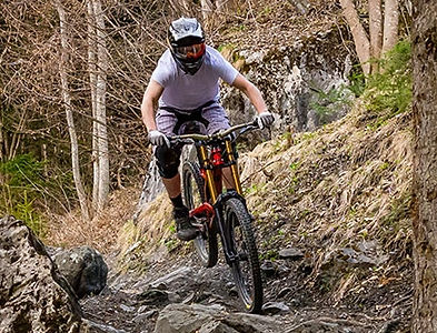 Mountain-biker-extreme.jpg