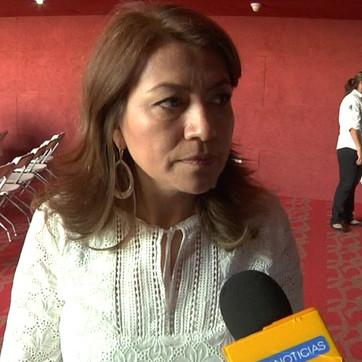 Retirare pensiones adultos mayores y becas a estudiantes; Lupita Saldaña