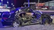 Mujer queda atrapada en vehículo tras provocar accidente.