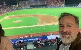 Meade también fue a la inauguración del estadio de Diablos Rojos del México