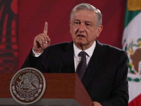 """AMLO: Carstens hasta pronosticó un """"huracán 5"""" con Trump; México va a esperar para pronunciarse"""