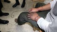 Amarrado de pies y manos encuentran a agente de seguridad en La Paz.