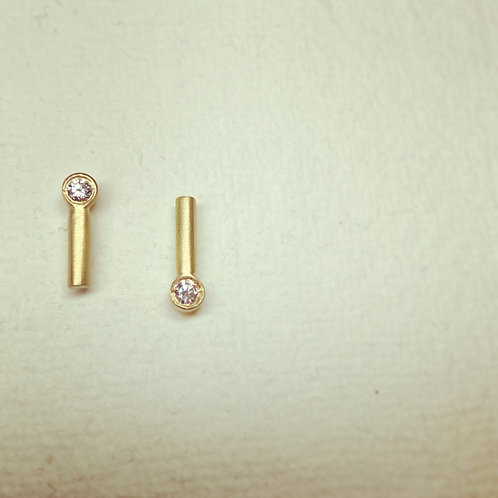 18ct yellow gold and diamond line studs