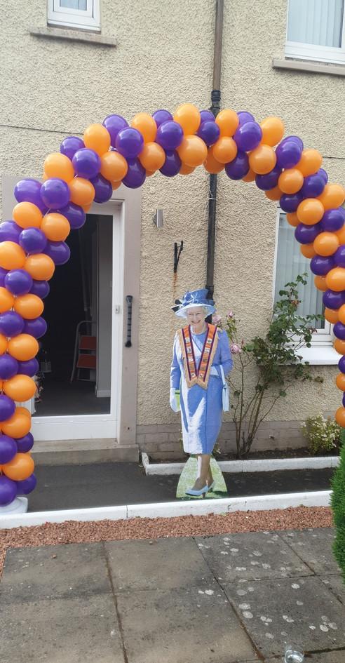 sheryl-louise mckinnon balloon arch with