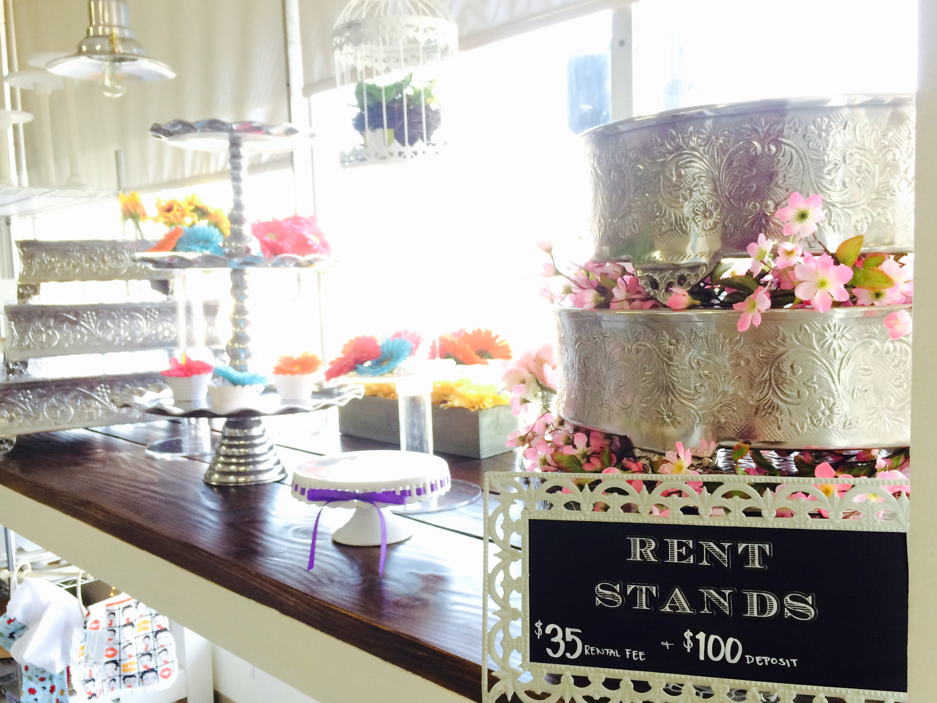 We rent cake stands!
