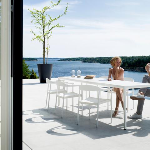 Illum dining set white 2.jpg