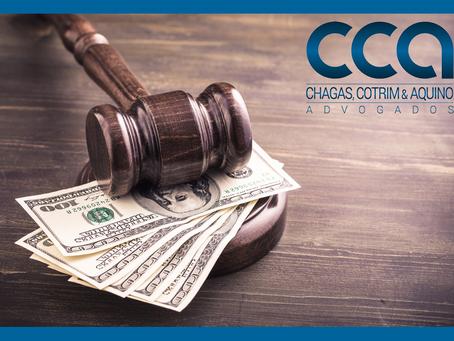 Beneficiária da justiça gratuita é condenada a pagar honorários advocatícios