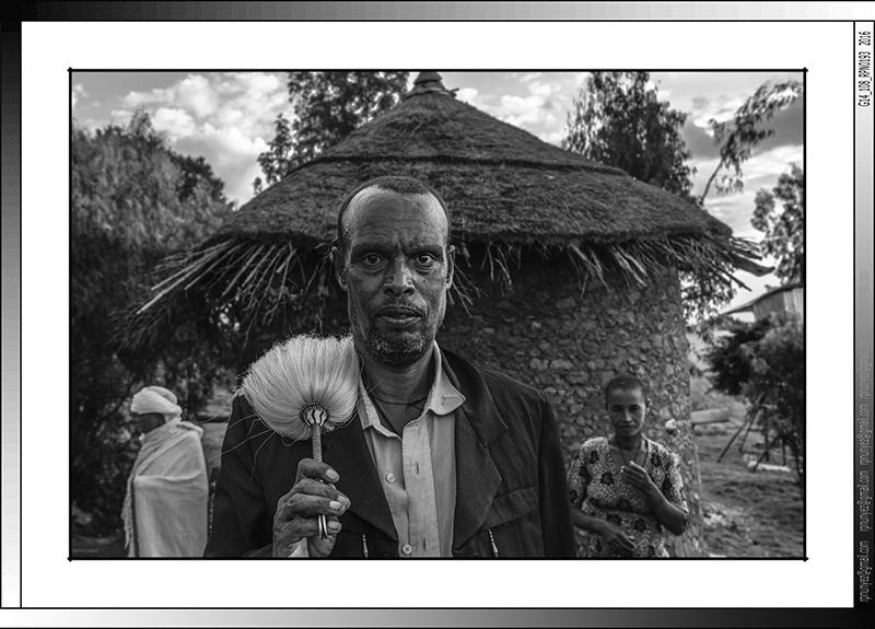 8 13 Peregrino con su típica chera amhara Lalibela Etiopia 2016