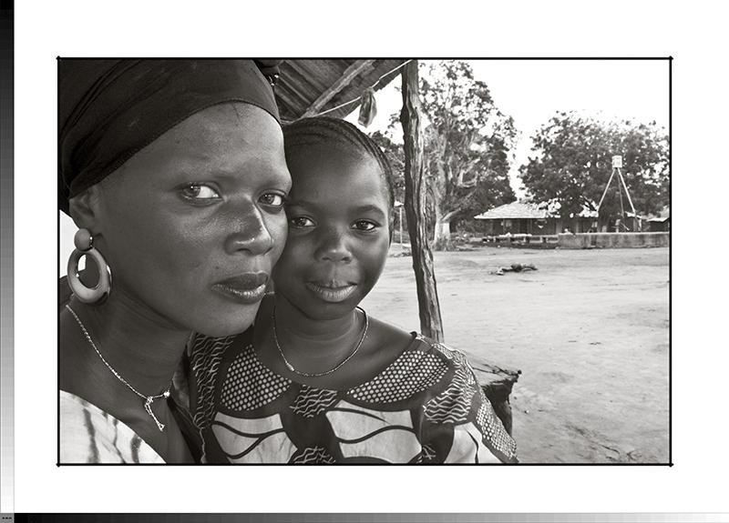 110 Sunkari Camará y su hija
