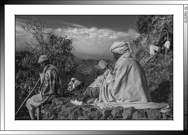 9 08 Oracion matutina en Lalibela Etiopia 2016