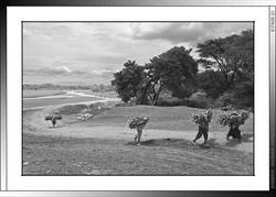 10 05 Porteadoras Rio Kulfo Arba Minch Etiopia 2014