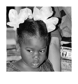02_La_niña_y_el_dólar__Cuba,_Periodo_Especial_WEB