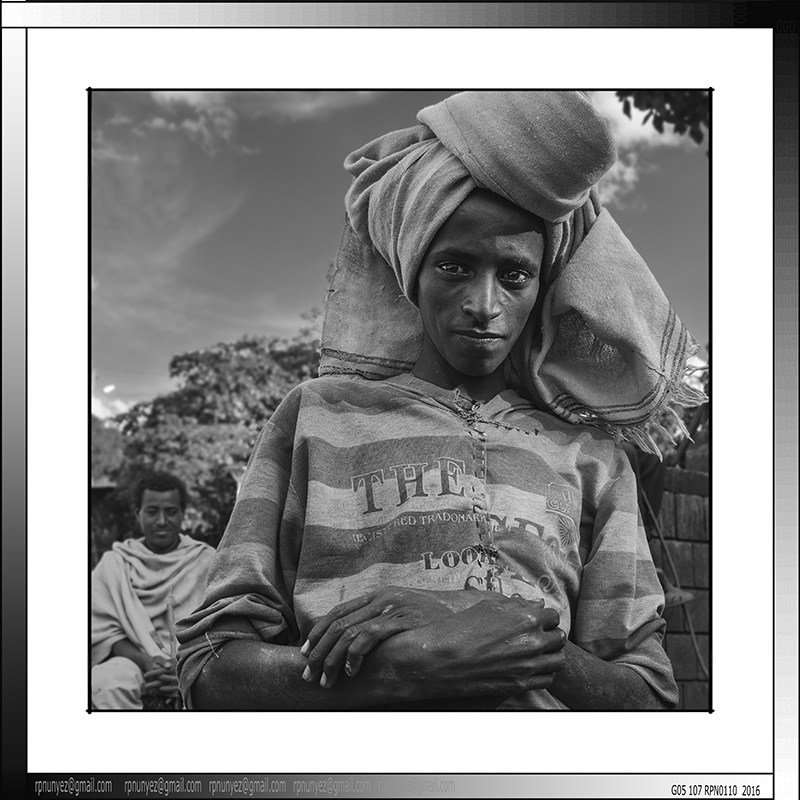 8 05 Niño en peregrinacion Lalibela Etiopia 2016