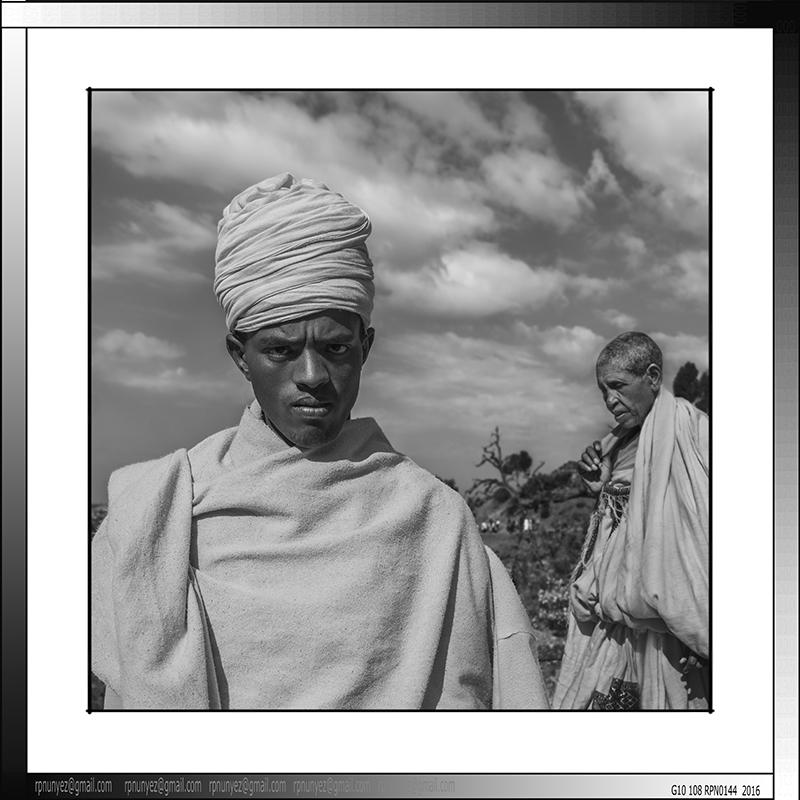 8 09 Diácono ortodoxo peregrino en Lalibela Etiopia 2016