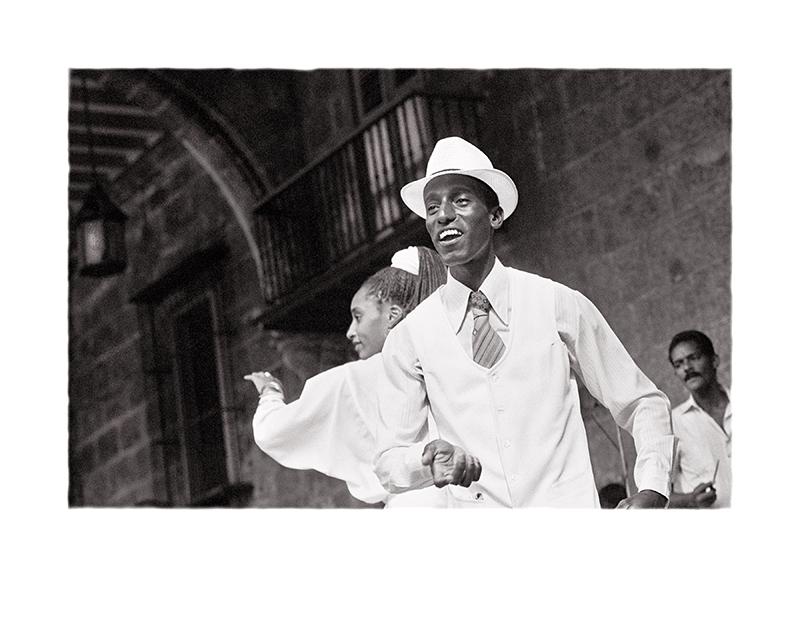 29 Baile en la Plaza de la Catedral  La Habana, Periodo Especial WEB